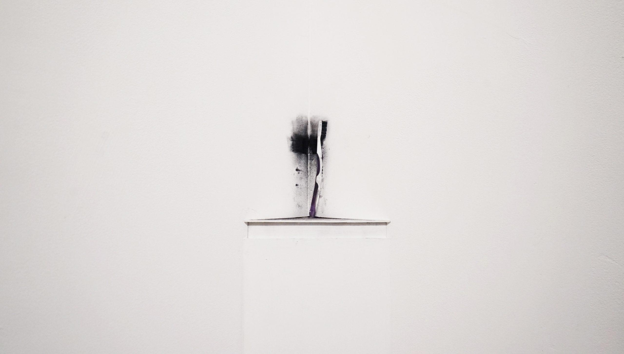 Huang Yuemin - Brushing